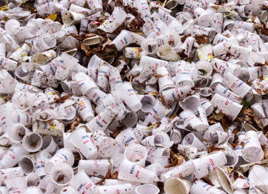 plastic-cups-973103_1280